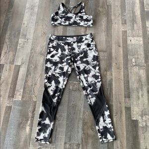 Mossimo sports bra and leggings size large!